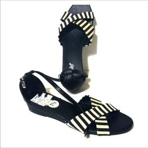 Like New Nicole Oliver Wide Sandals
